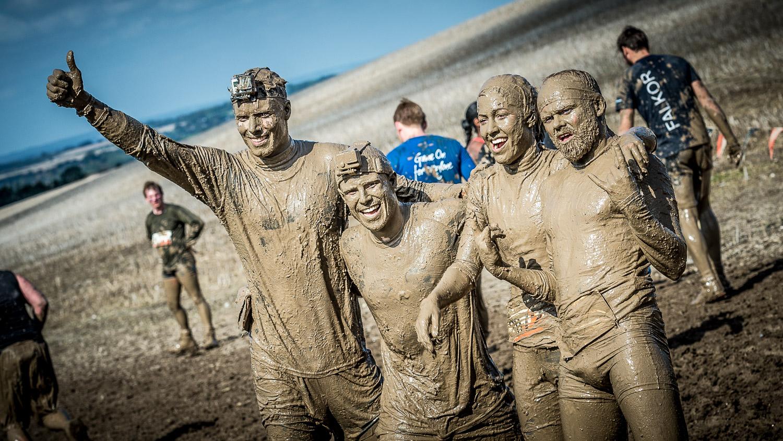 4 muddy charity runners