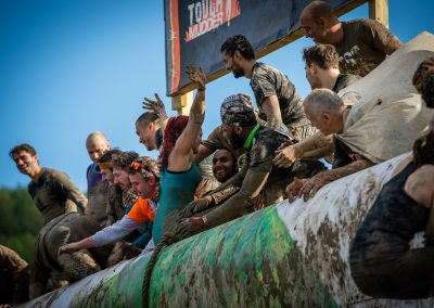 teamwork on the tough mudder