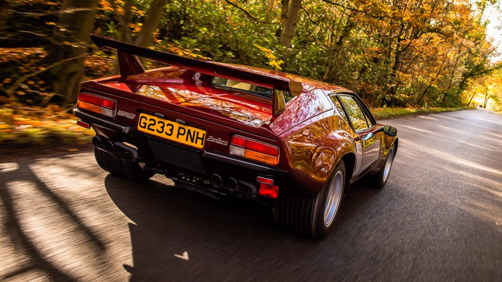 De Tomaso Pantera in autumn colour lane