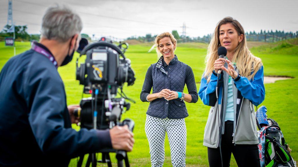 Emma Cabrera-Bello holding a virtual coaching clinic